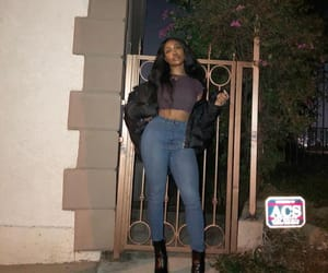 singer, quern, and sza image