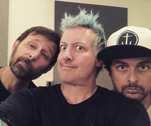 billie joe armstrong, green day, and selfie image
