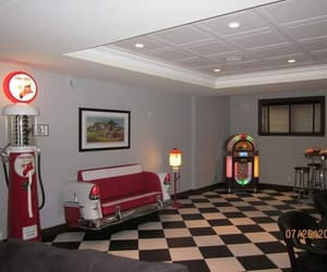 decoration, jukebox, and room decorating image