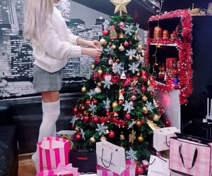 beauty, blonde, and presents image