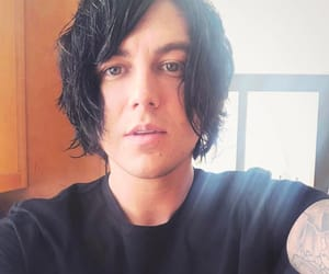 black, icon, and kellin quinn image