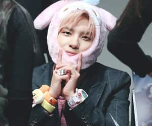 pink hair, youth part 2 era, and fansign image
