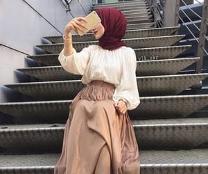 hijab and hijâbi image