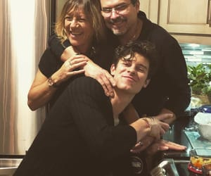 shawn mendes, family, and boy image