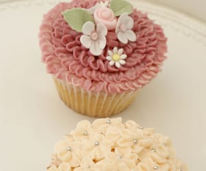 buttercream, dessert, and flowers image