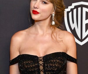 Taylor Swift and golden globes image