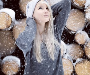 scene girl, snow, and grunge girl image