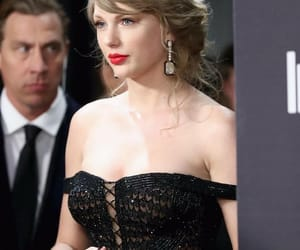 Taylor Swift, golden globes, and beauty image