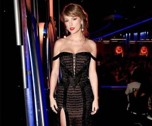 Taylor Swift, golden globes, and dress image