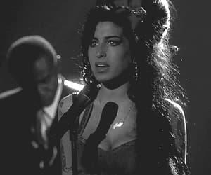Amy Winehouse, gif, and amy winehouse gif image