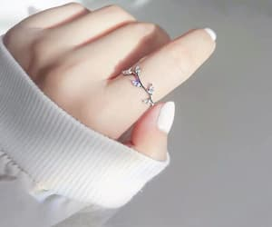 ring and white image
