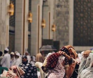 sun, women, and hajj image