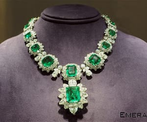 emerald gemstone, certified emerald stone, and colombian emerald stone image