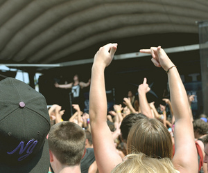middle finger, warped tour 2010, and New Jersey image