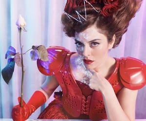 queen of hearts and red image