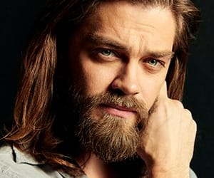 actor, tom payne, and tomas image