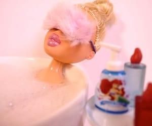 bath, pink, and bratz image