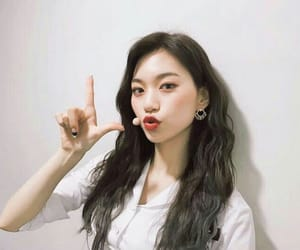 k-pop, doyeon, and weki meki image