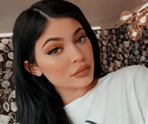 kylie jenner, makeup, and icon image