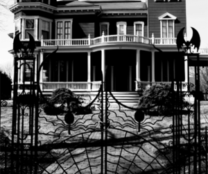 house and black and white image