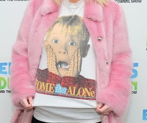 funny, home alone, and red carpet image