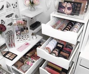 makeup, eyeshadow, and lipstick image