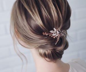 blonde hair, salon, and بُنَاتّ image