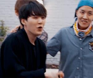 gif, min yoongi, and kim taehyung image