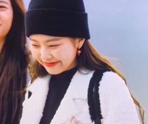 blackpink, airport, and jennie image