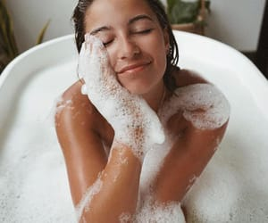 Bain, glamour, and mousse image