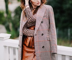 fashion blogger, mixed prints, and caitlyn chase image