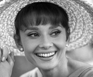 classic hollywood, actors & actress, and audrey hepburn image
