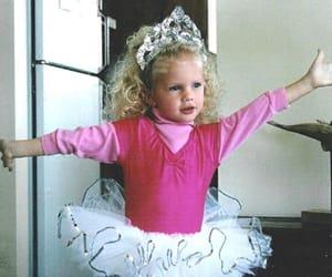 Taylor Swift, baby taylor, and princess tay image