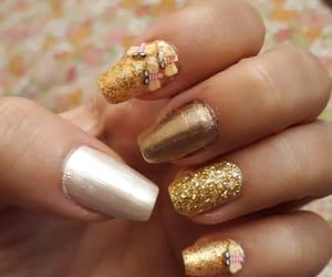 bee, nail art, and glitter nails image