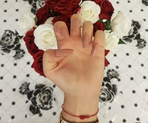 flowers, beutiful nails, and beige nails image