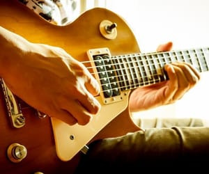 guitar lessons and guitar for beginners image
