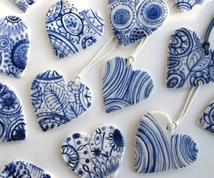 blue and white, porcelain, and heart image