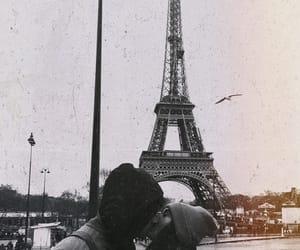 love kiss paris image