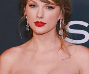 celeb, red carpet, and Taylor Swift image