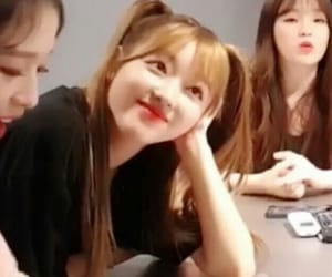 lq, yooa, and oh my girl image