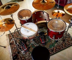 drum kit, drums, and dw image