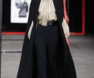 belleza, outfits, and pasarela image