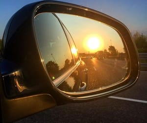coche, espejo, and sol image