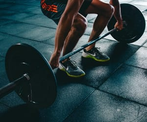 crossfit tips, risks of crossfit, and benefits of crossfit image