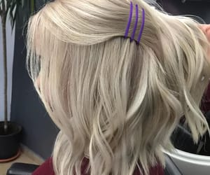 accessories, blonde, and details image