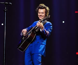 Harry Styles, suit, and one direction image
