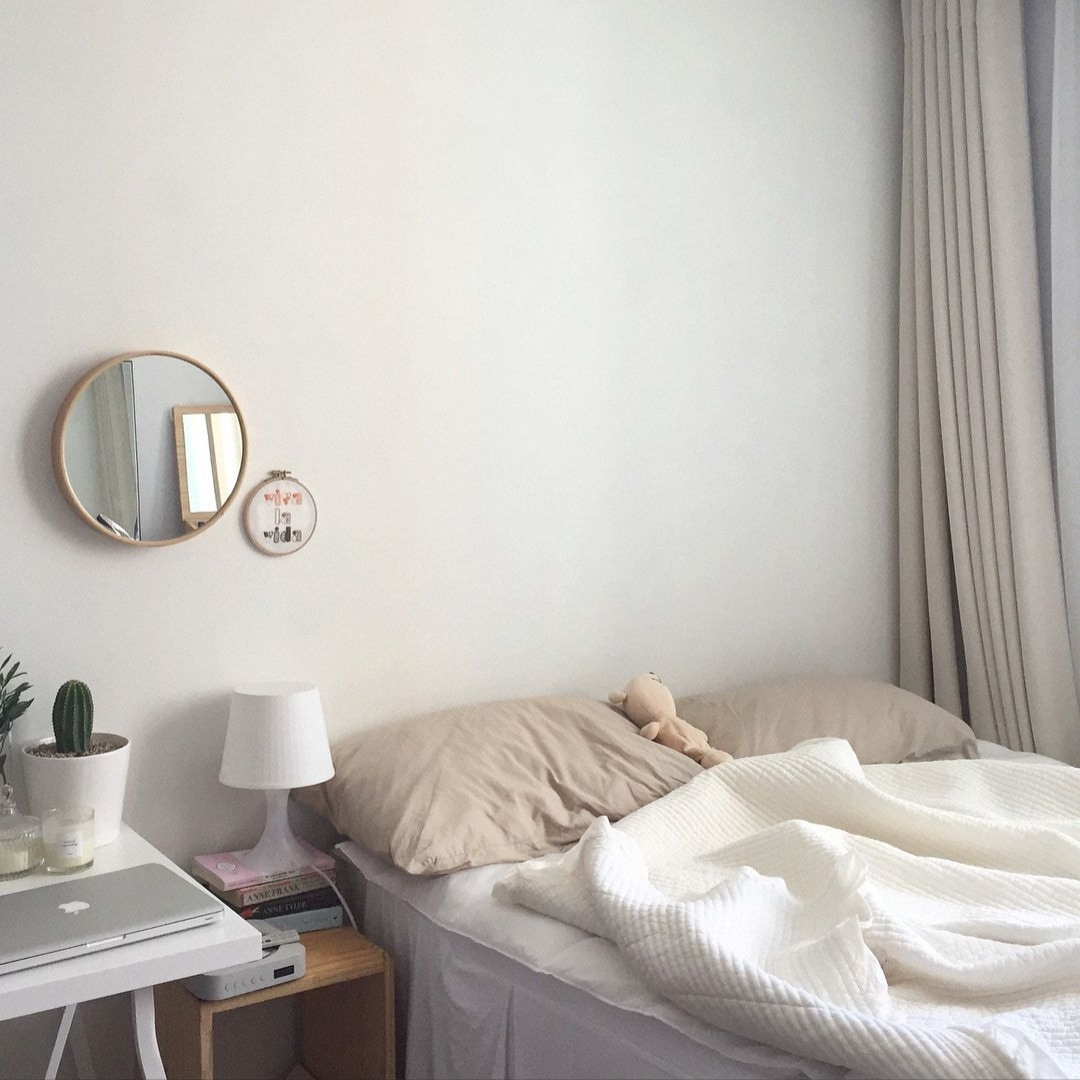 white aesthetic bedroom