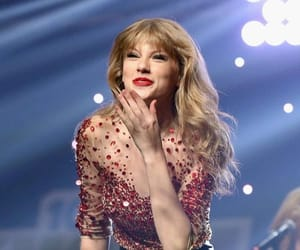 live, Taylor Swift, and red tour image