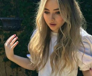 girl, hair, and sabrina carpenter image