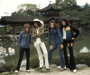 Freddie Mercury, japan, and Queen image